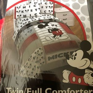 Full/twin Mickey Mouse bedding
